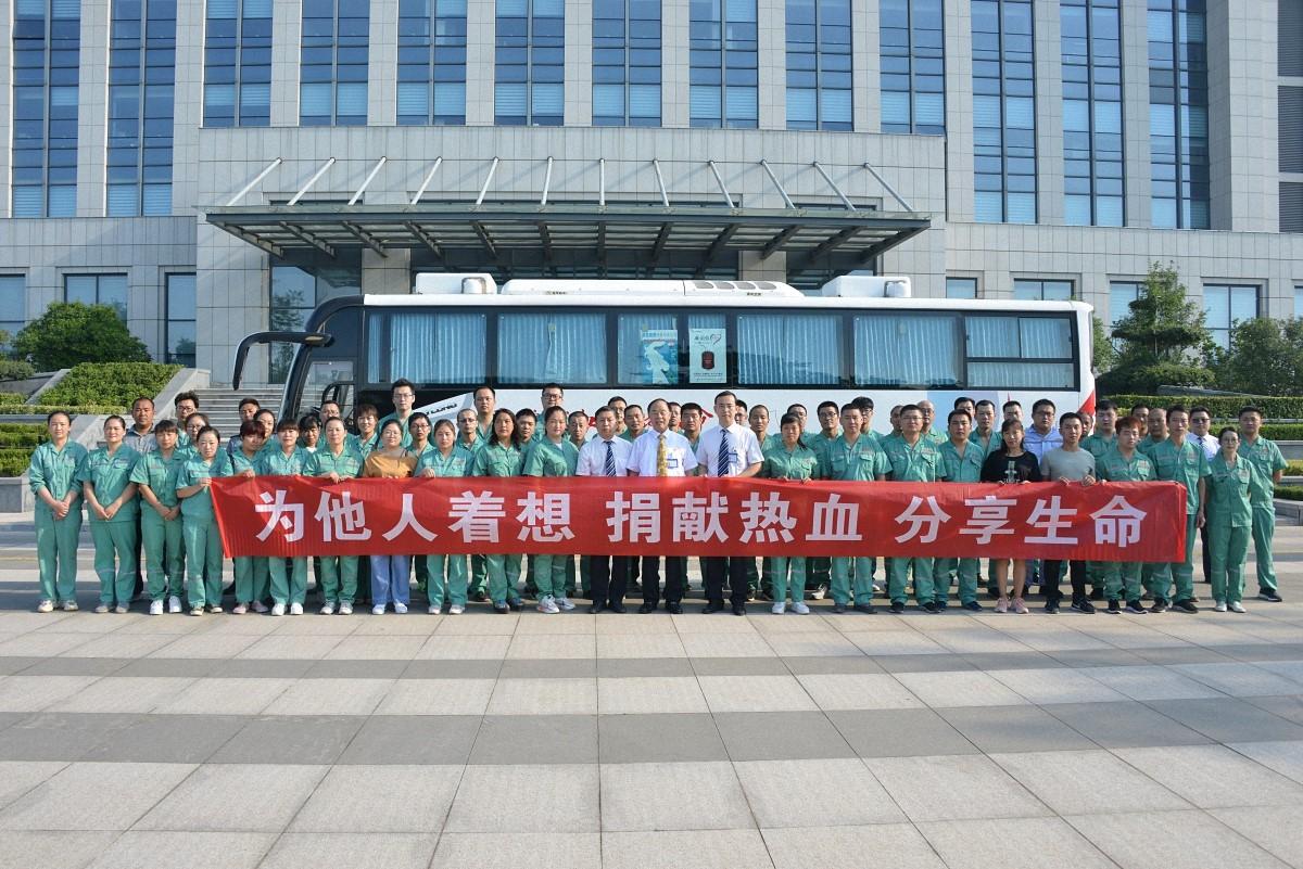 无私奉献 大爱齐峰 ——58名职工集体献血22400毫升
